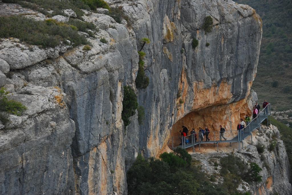 Un passeig per la prehistòria. Guia de l'art rupestre llevantí de Castelló, Carme Olària (Publicacions de la Universitat Jaume I, 2007)