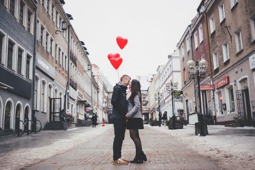 """Llegir és fàcil; estimar, no tant. """"L'amor és massa complicat"""" o com democratitzar la lectura a través de la passió"""